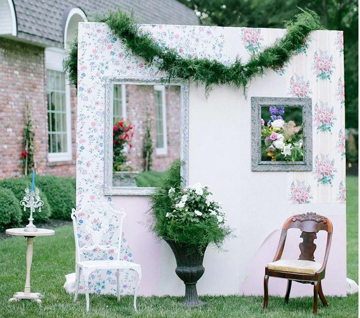 Fotobūdelės įrengimas vestuvėms - jaukus kiemas